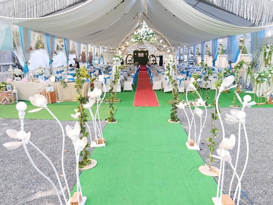 Thảm cỏ nhân tạo trang trí tiệc cưới