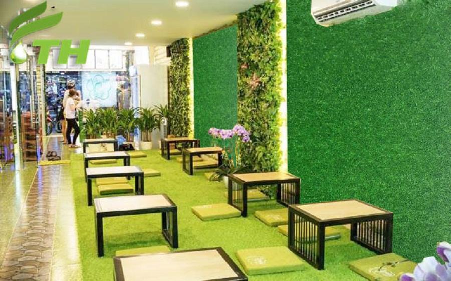 Trang trí cỏ nhân tạo kết hợp với cỏ nhựa