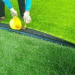 Thi công keo dán cỏ nhân tạo cho sân bóng