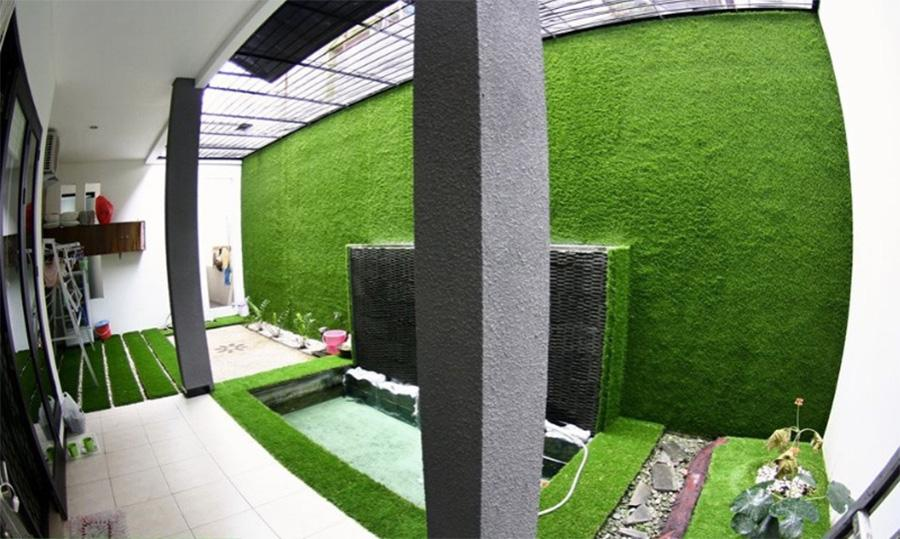 Thảm cỏ ốp tườn ban công đẹp