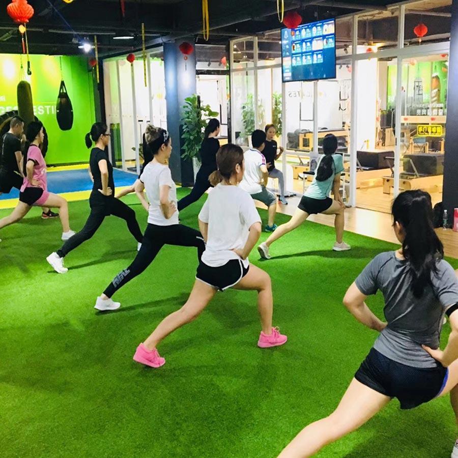 Sử dụng cỏ nhân tạo trải sàn phòng tập Gym