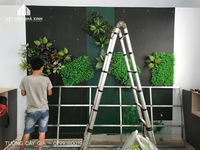 Thi công tường cây giả