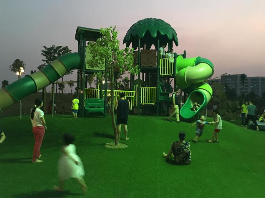 Thảm cỏ trang trí khu vui chơi